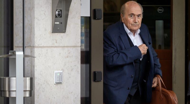 FIFA extiende suspensión por seis años más a sus ex dirigentes Blatter y Valcke