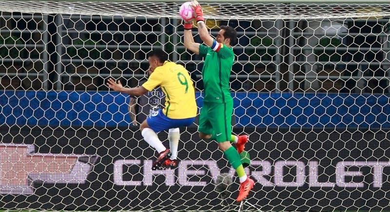 Claudio Bravo vuelve a ser el capitán de La Roja después de más de tres años