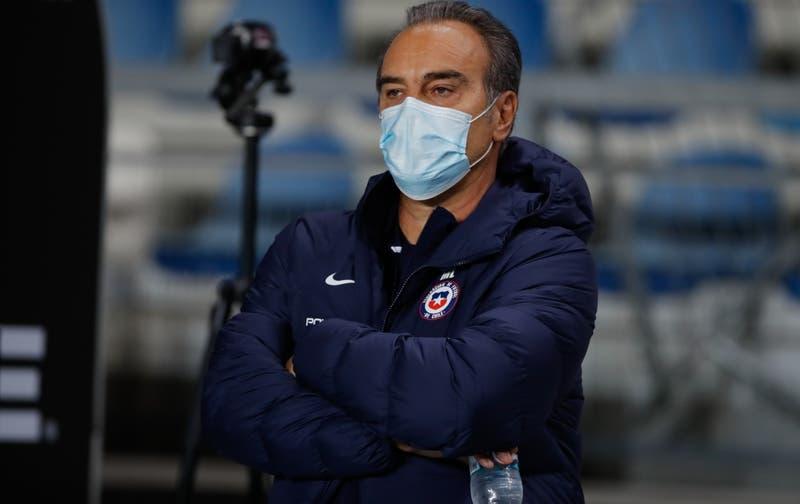 """Lasarte queda """"satisfecho"""" tras su primer partido en La Roja y apunta a capitanía de Bravo"""