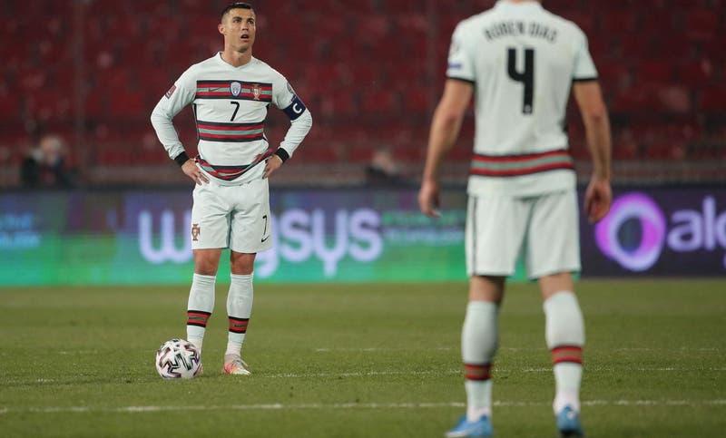 Reacción de Cristiano Ronaldo contra Serbia genera críticas