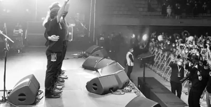 España: primer concierto sin distancia social con 5000 personas