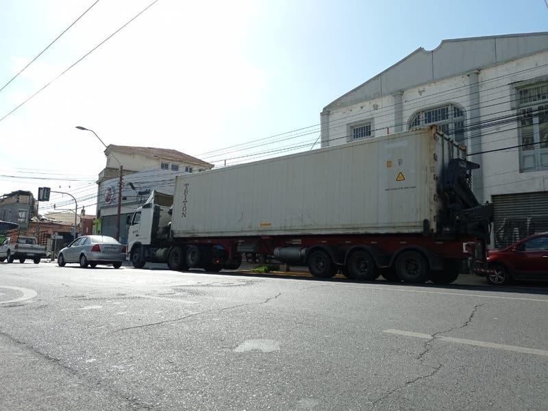 Valparaíso habilita camión refrigerado para apoyar a la morgue del Hospital van Buren