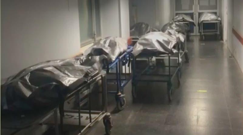 Falta de espacio en la morgue del Hosp. Van Buren: Denuncian que fallecidos eran dejados en pasillo