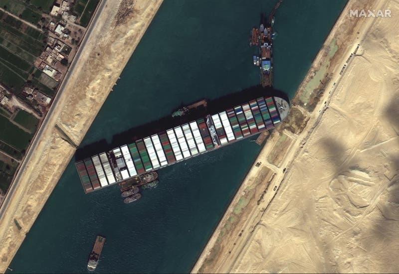 """Buque """"Ever Given"""" empezó a moverse en Canal de Suez, según sitios de monitoreo"""
