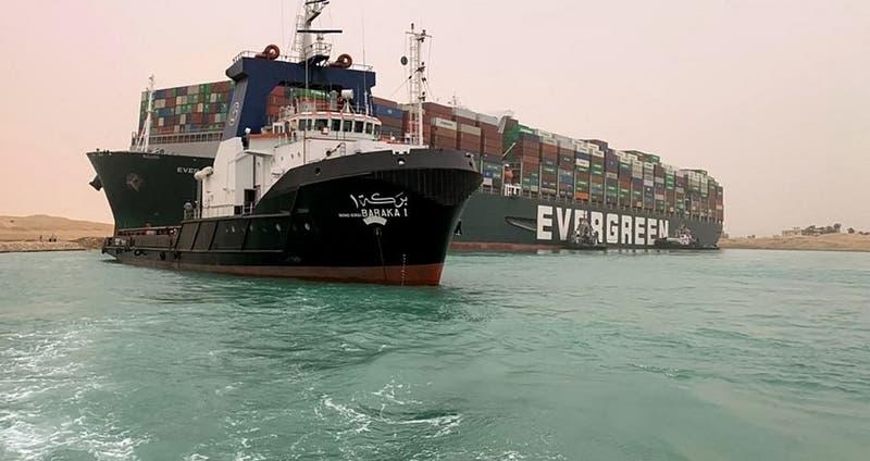 """Ever Given"" vuelve a situarse en diagonal y sigue bloqueando canal de Suez"