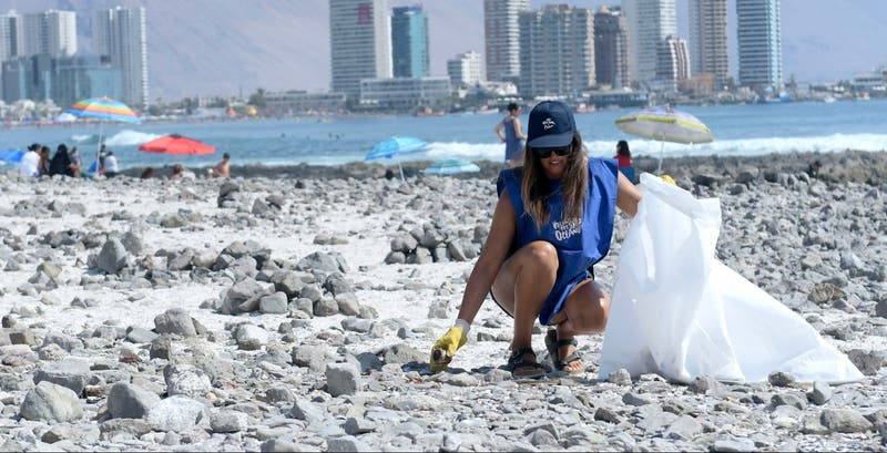 Estudio revela que en Chile se generan al año 23.240 toneladas de plásticos de un solo uso