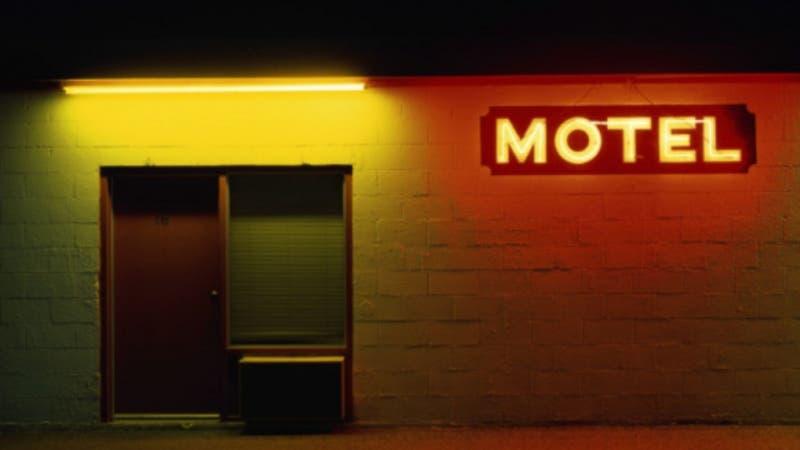 Detenidos en Motel de Quilpué: ¿Desde qué fase pueden funcionar estos recintos?