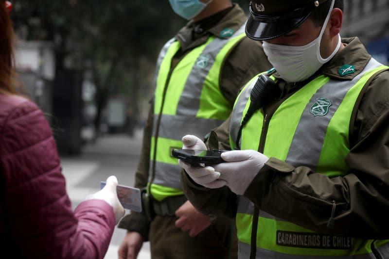 En plena cuarentena: Detienen a 33 personas tras acudir a un local de apuestas en Recoleta