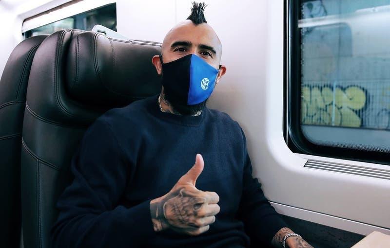A 21 días de su operación: Arturo Vidal viaja junto al Inter para enfrentar al Bologna de Gary Medel