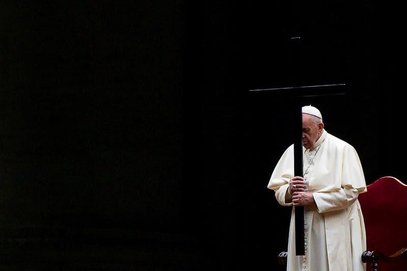 El papa presidió su segundo Vía Crucis sin público a causa de la pandemia