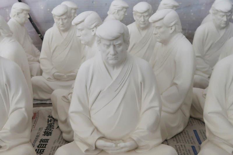 [FOTOS] Escultor chino crea estatua de Trump en pose de Buda
