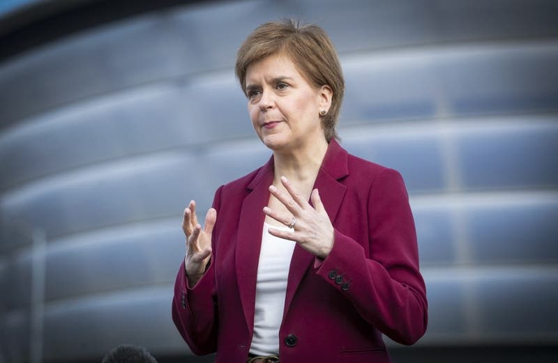 Coronavirus: Primera ministra de Escocia pone a Chile como ejemplo de lo que no hay que hacer