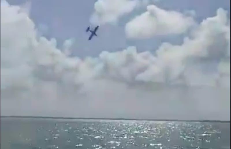 Dos personas mueren tras caída de avioneta en fiesta de revelación de género en Cancún