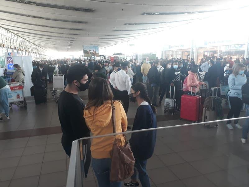 [FOTOS] Reportan alta presencia de viajeros en Aeropuerto AMB a horas del cierre de fronteras