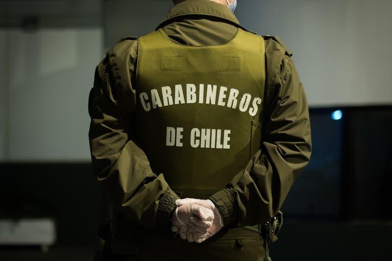 Tres carabineros detenidos por participar en fiesta clandestina en Providencia