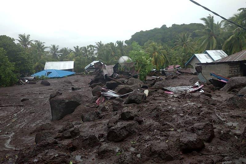 Al menos 50 muertos tras desoladoras inundaciones en Indonesia