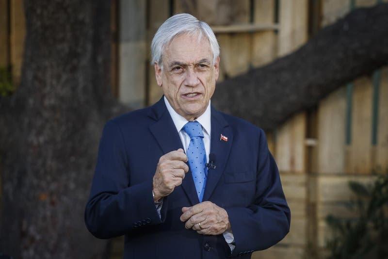 """Presidente Piñera reconoce que sistema de salud está """"al límite de sus capacidades"""""""