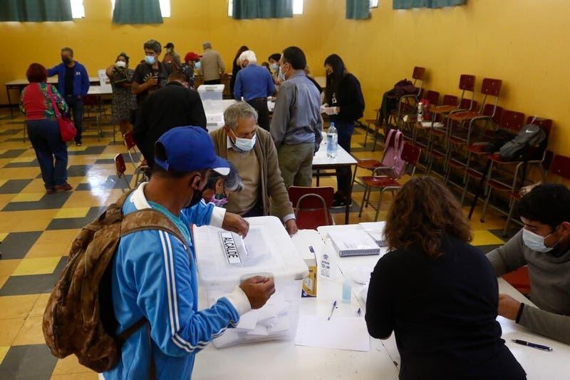 Senado despacha postergación de las elecciones para el 15 y 16 de mayo