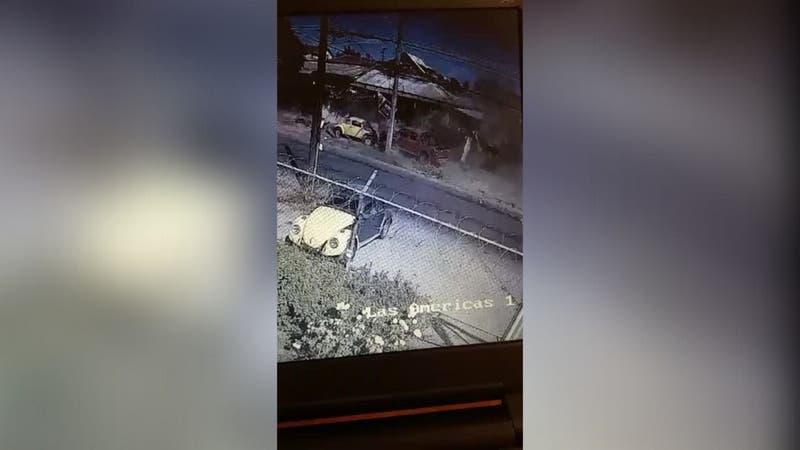 [VIDEO] Revelan registro en que auto choca contra un árbol y termina derribando muro en Cerrillos