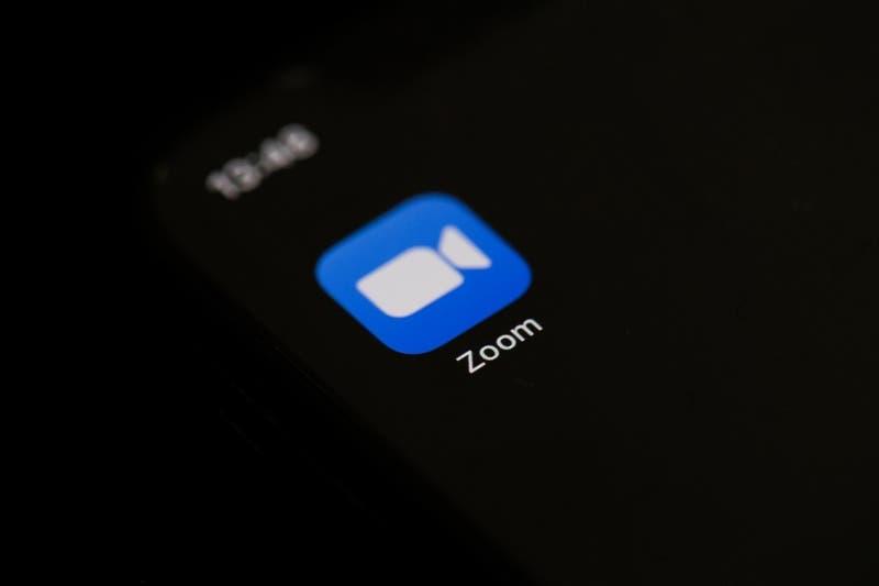 Zoom cobra otra víctima: Esposa de político aparece desnuda en plena videoconferencia