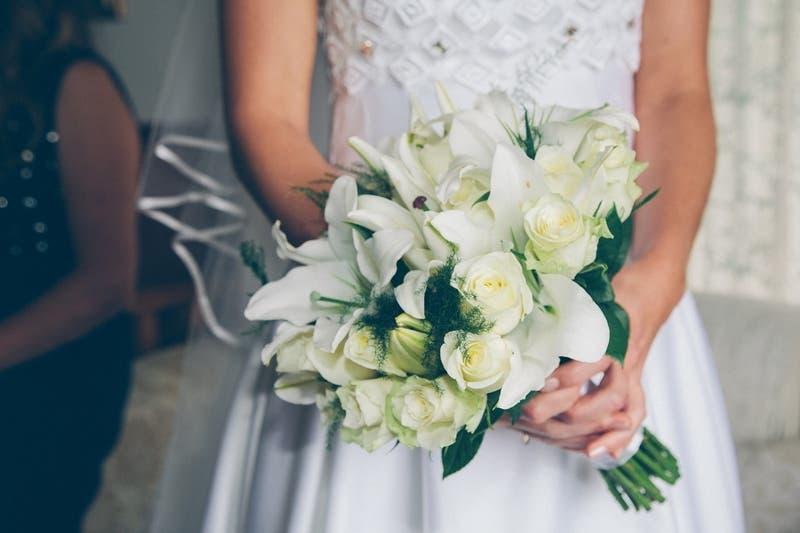 En plena boda: Suegra de la novia descubre que en realidad es su hija biológica