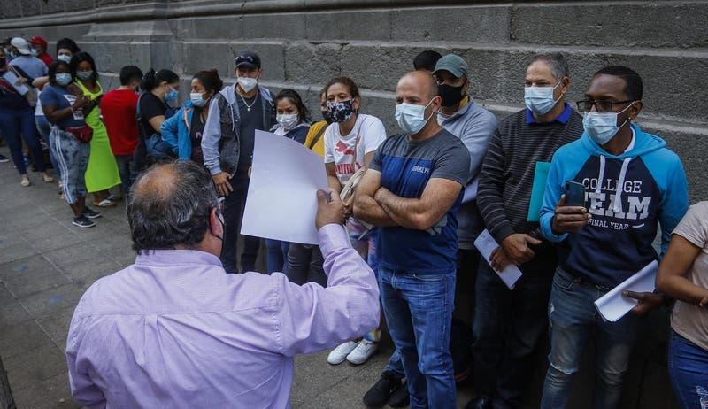 Más de 600 extranjeros llegaron hasta el centro de Santiago para regularizar situación migratoria