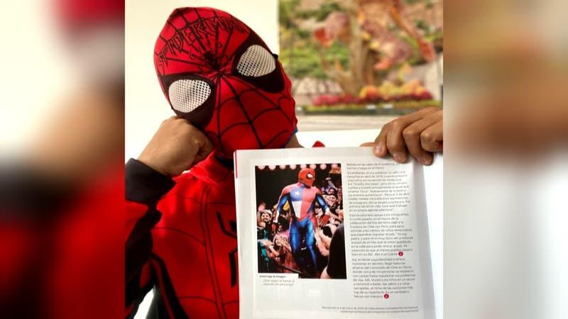 Sensual Spiderman: de bailar en las calles a los libros de educación de lenguaje en Chile