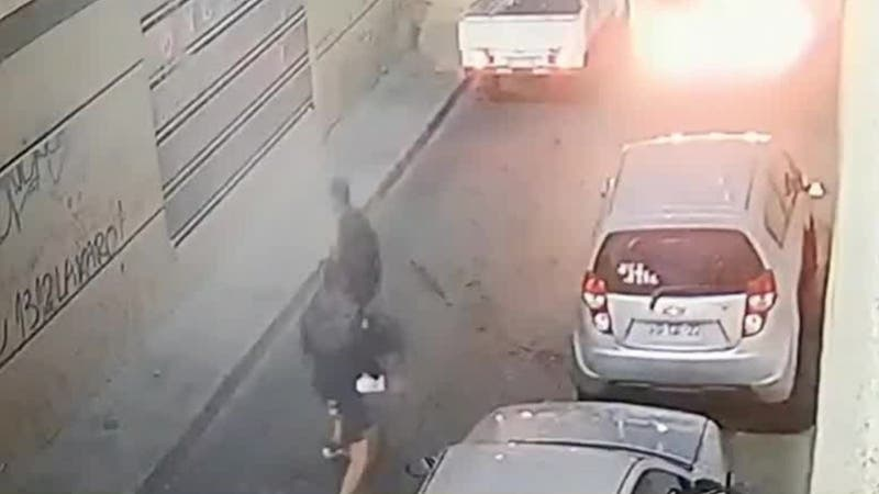 [VIDEO] Joven venezolano muere tras ser apuñalado en pelea con otro sujeto en Santiago Centro
