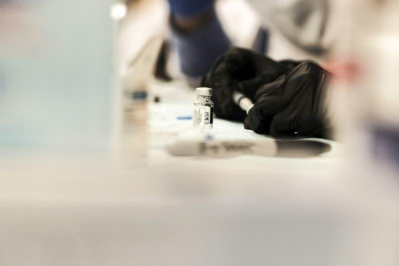 EEUU recomienda suspender uso de vacuna Johnson y Johnson