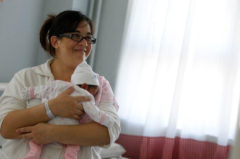 Senado despacha proyecto que autoriza poner el apellido materno antes que el paterno