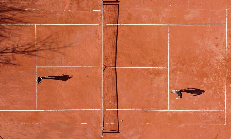 Fiscalía de Ñuble investigará a municipios que contrataron clínicas de tenis de Horacio de la Peña
