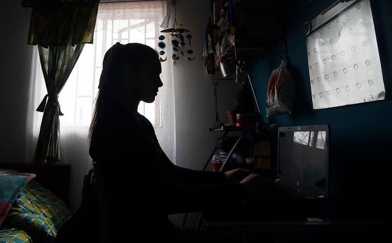 Tres de cada cuatro chilenos se declaran felices en su trabajo pese a la pandemia