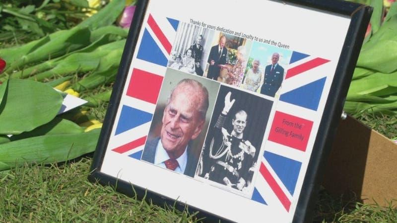 """Funeral de Felipe de Edimburgo: Reina rompe tradición para no """"humillar"""" a Harry"""
