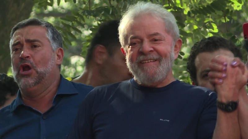 """Lula Da Silva anuncia que """"de ser necesario"""" será candidato presidencial"""