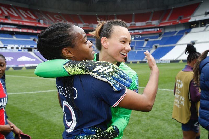 [VIDEO] PSG elimina al Lyon de la Champions con descomunal tapadón de Christiane Endler