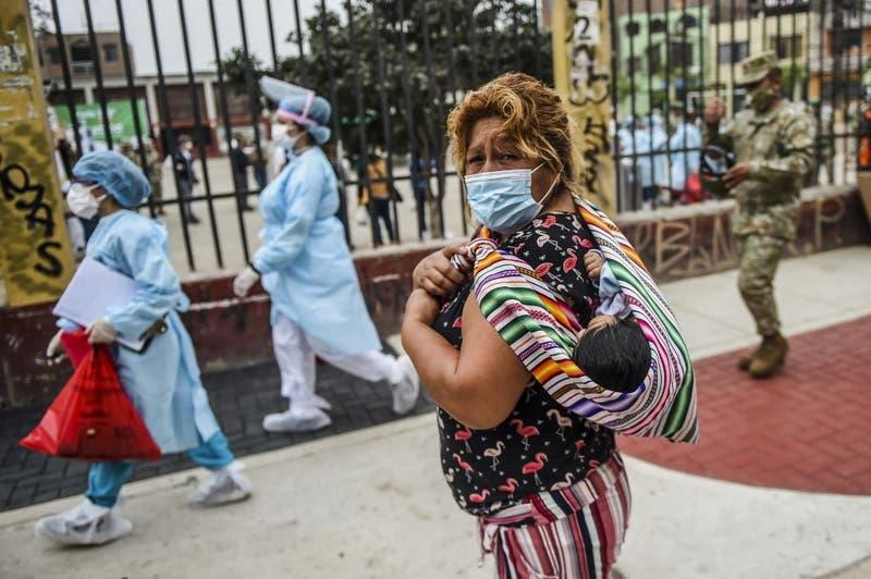Perú supera por primera vez las 400 muertes en 24 horas por Covid-19