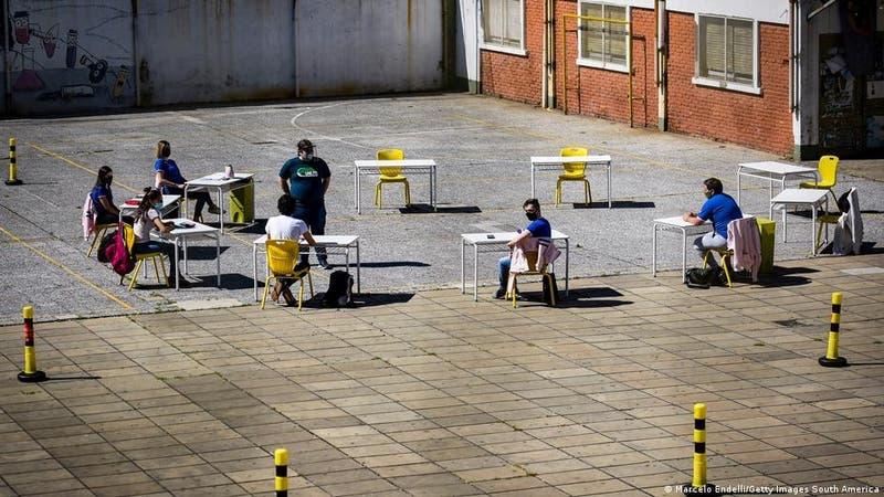 Buenos Aires desafía decreto presidencial para suspender clases presenciales