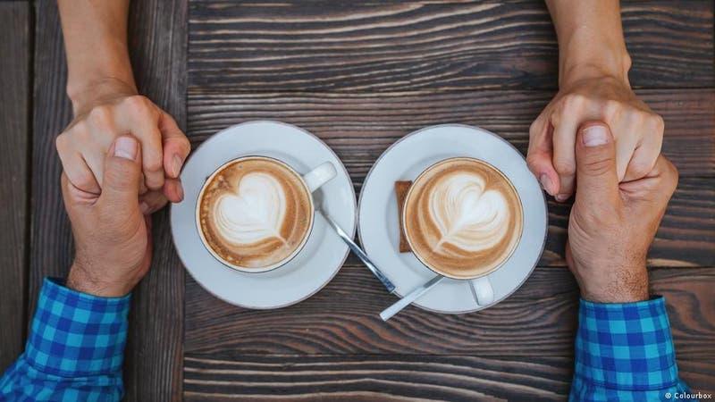 Estudio plantea que beber más de 2 tazas de café al día reduce la mortalidad en un 44%