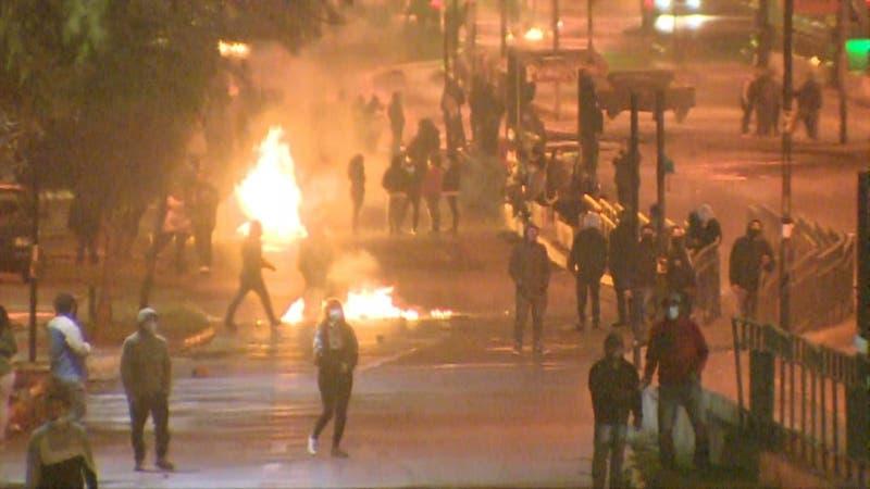 [VIDEO] Disturbios en varios puntos de Santiago tras anuncio del Gobierno de recurrir al TC por 10%