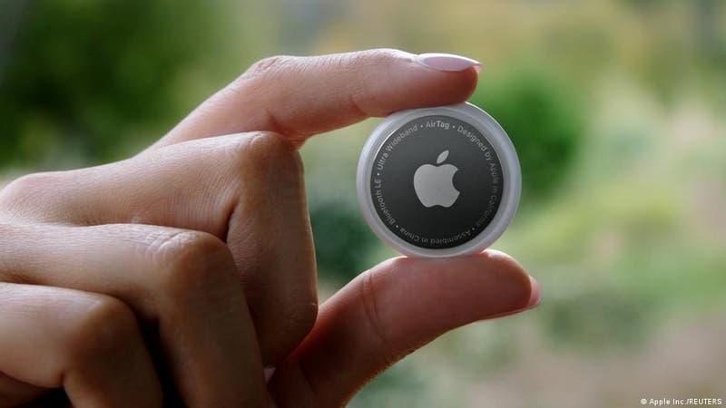 Apple presenta el nuevo AirTag, una ficha circular para recuperar los objetos perdidos