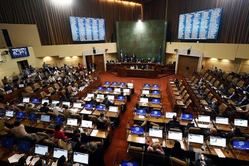 Chile Vamos sella nueva derrota del gobierno al apoyar en bloque ley de servicios básicos