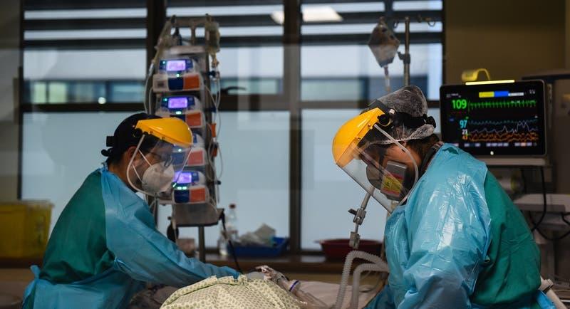 Anuncian bono especial para trabajadores de la Salud: será de 200 mil pesos
