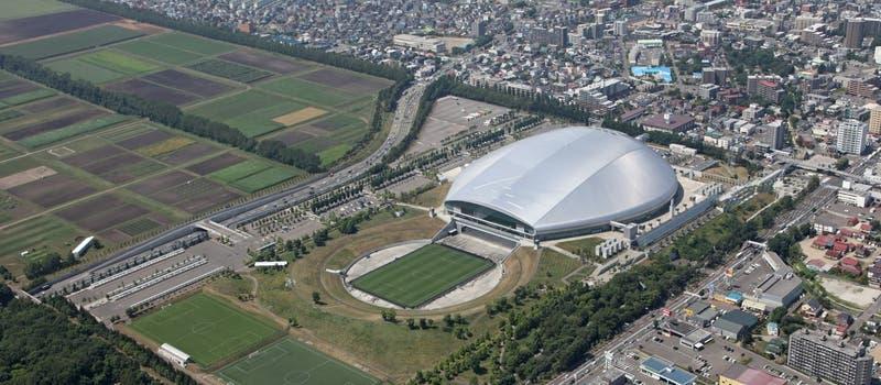 Domo de Sapporo: el estadio con cancha flotante para que el pasto tome sol donde jugará La Roja