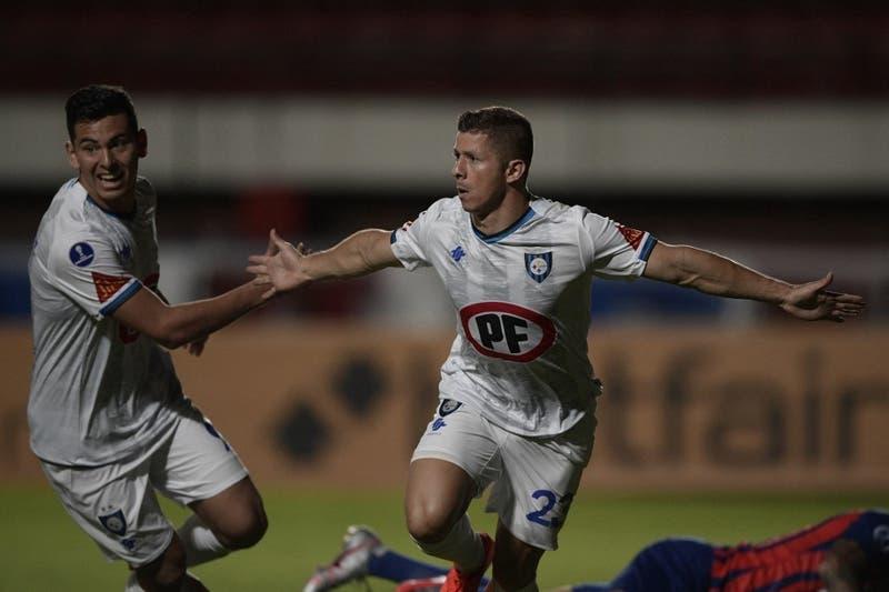 Huachipato da la sorpresa y vence a San Lorenzo en Argentina en su debut en la Copa Sudamericana