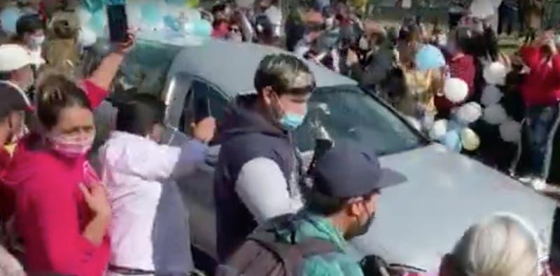 [VIDEO] Así fue la salida del SML de la carroza con el cuerpo de Tomás Bravo