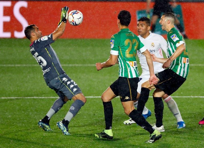 Claudio Bravo fue figura en empate del Betis ante el Real Madrid