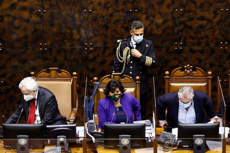 Senadores insisten en que el Gobierno retire el recurso ante el Tribunal Constitucional