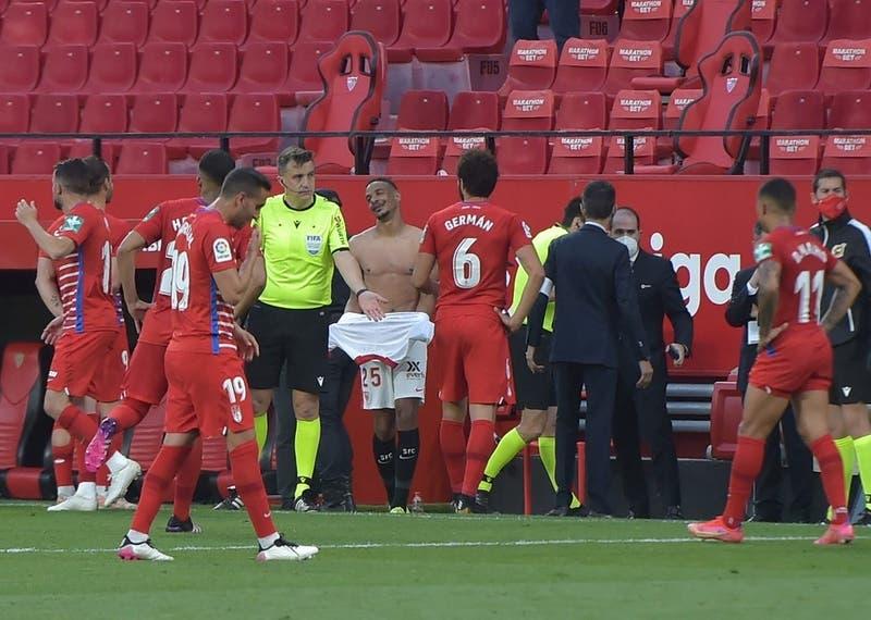 La insólita decisión del árbitro entre el Sevilla vs. Granada con el partido finalizado