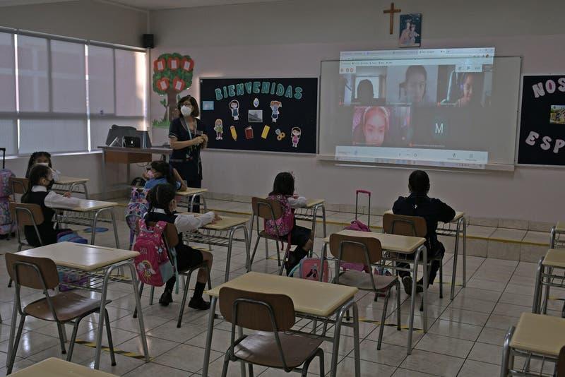 Desconfinamiento en la región Metropolitana: ¿Qué pasará con las clases presenciales?
