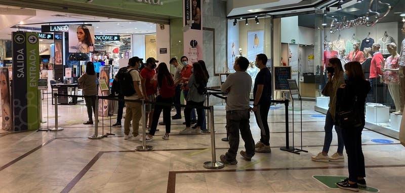 RM: centros comerciales se llenaron en primer día en Fase 2